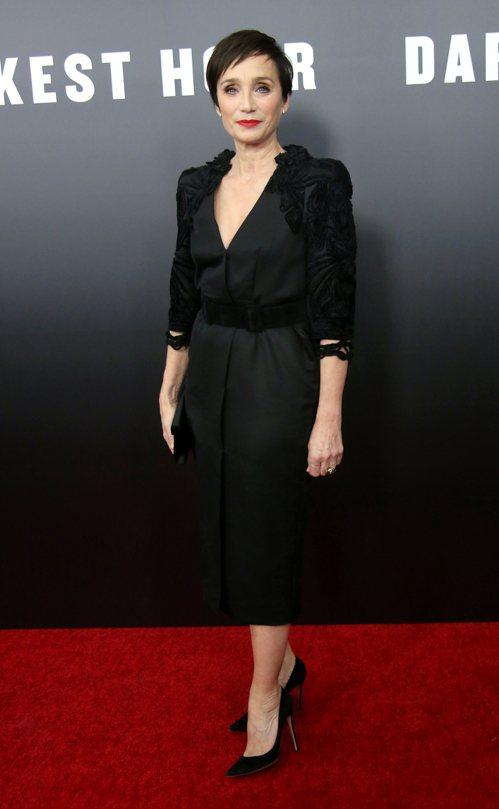 克莉絲汀史考特湯瑪斯在《最黑暗的時刻》紐約首映會穿著Bottega Veneta...