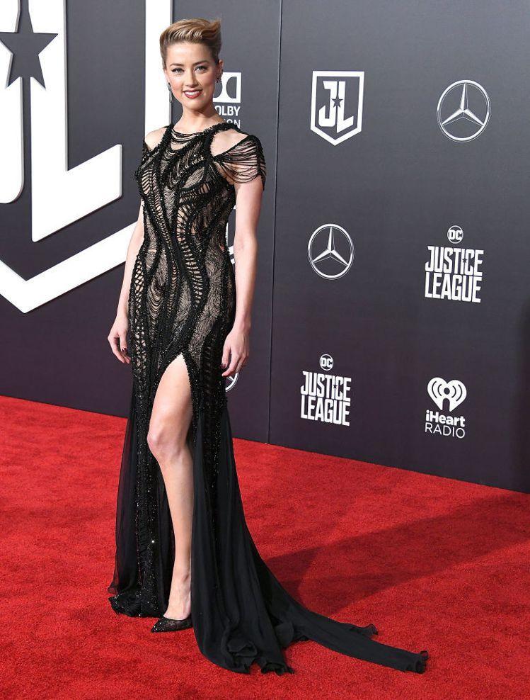 好萊塢女星安柏赫德穿著Atelier Versace 2017春夏系列 ,出席電...