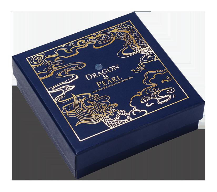「雙龍搶珠仿古銀幣」每枚銀幣均附展示盒及保證書,適合個人珍藏及饋贈親友。圖/台銀...