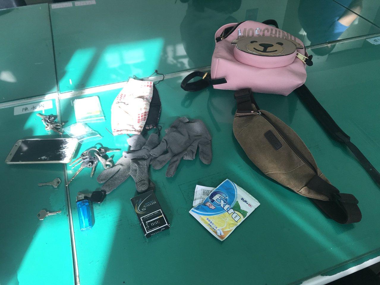 台中市蘇姓男子今天騎機車四處搶奪,至少已犯下4起搶案,警方查獲蘇得手贓物。記者陳...