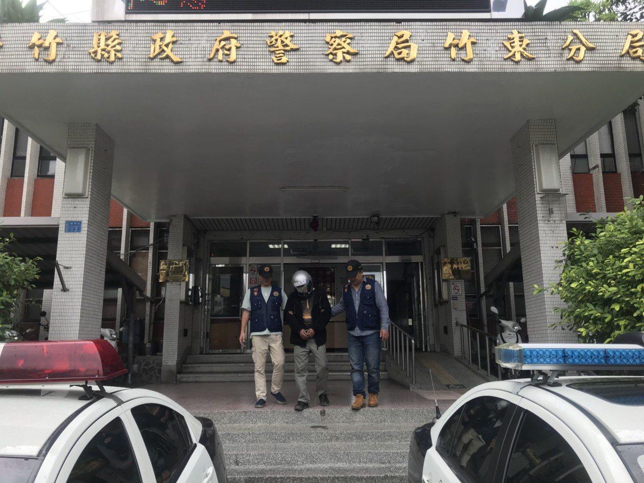黃嫌缺錢買毒,竟偷大貨車內的無線電再變賣,最後被警方查獲。圖/竹東警分局提供