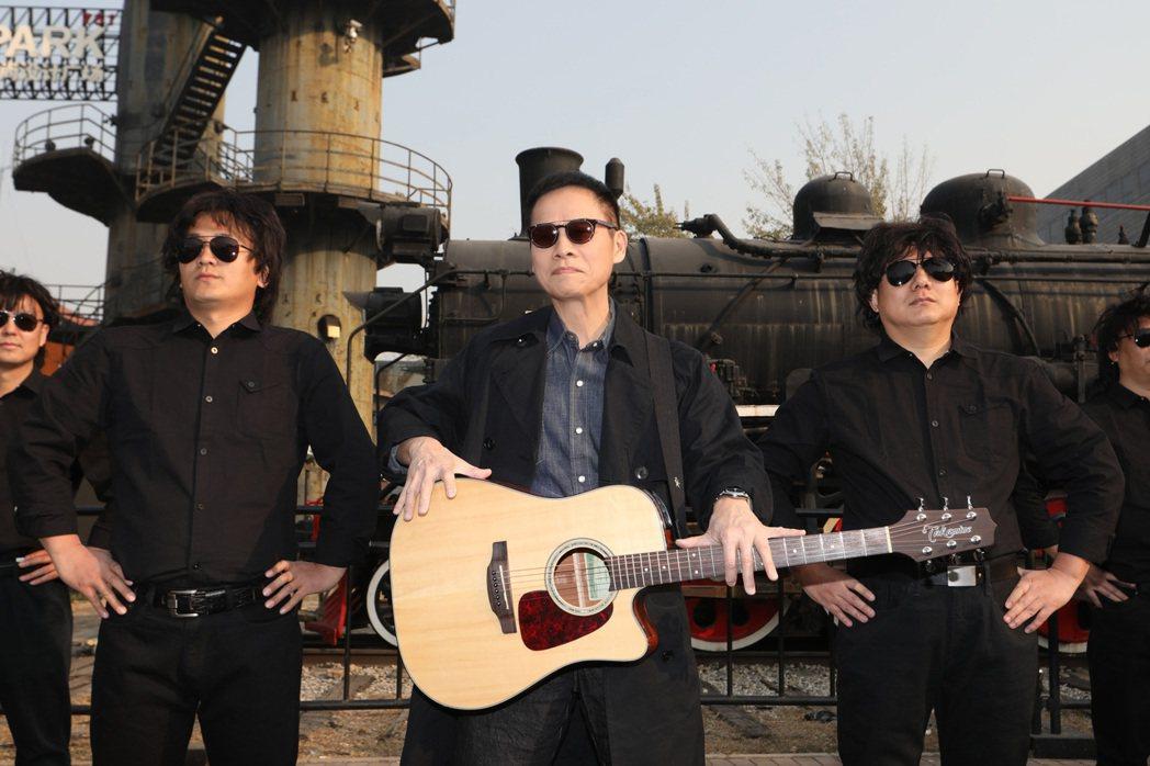 羅大佑(中)21日在北京舉辦記者會,宣布將在大陸舉辦巡演。圖/種子音樂提供