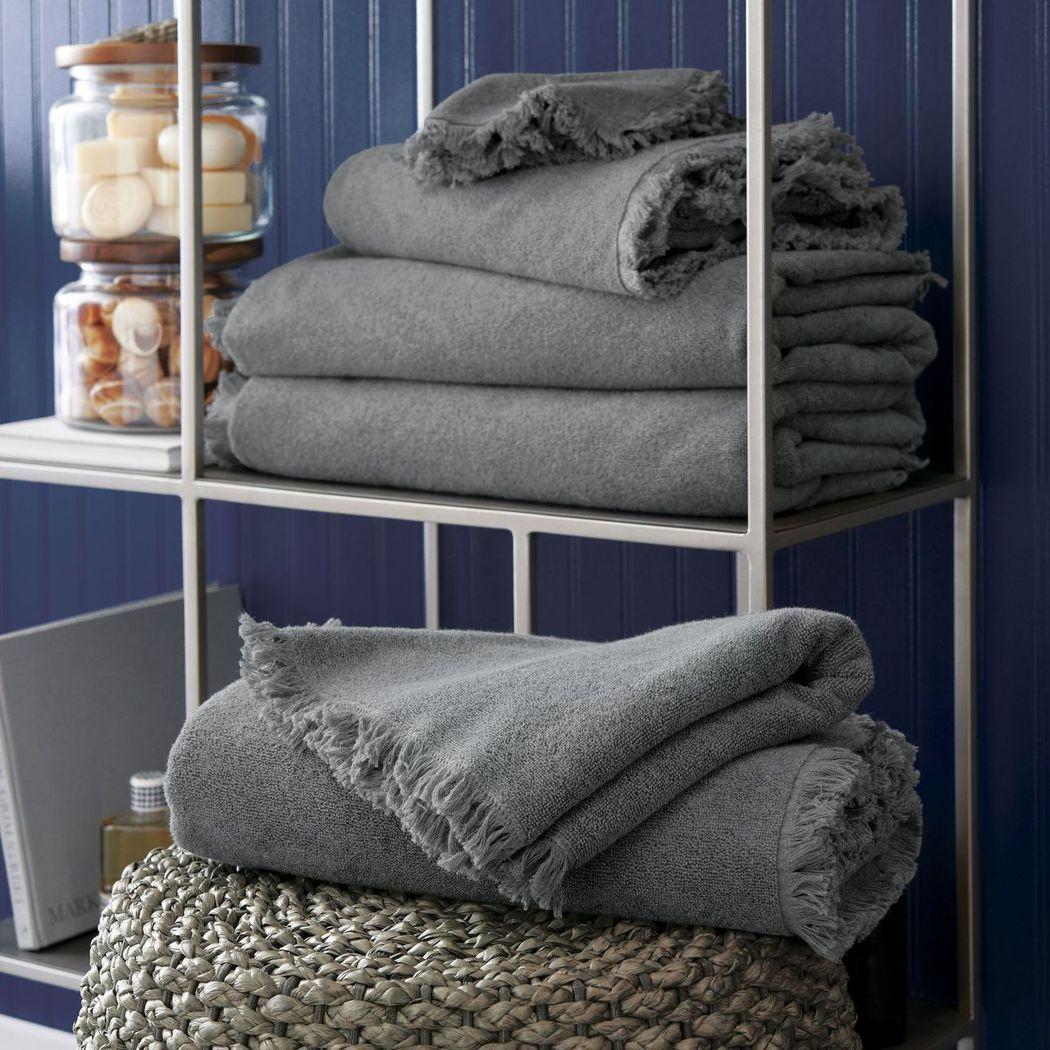 Grey Fringe 毛巾系列,原價280元~2,200元,特價166元~1,...