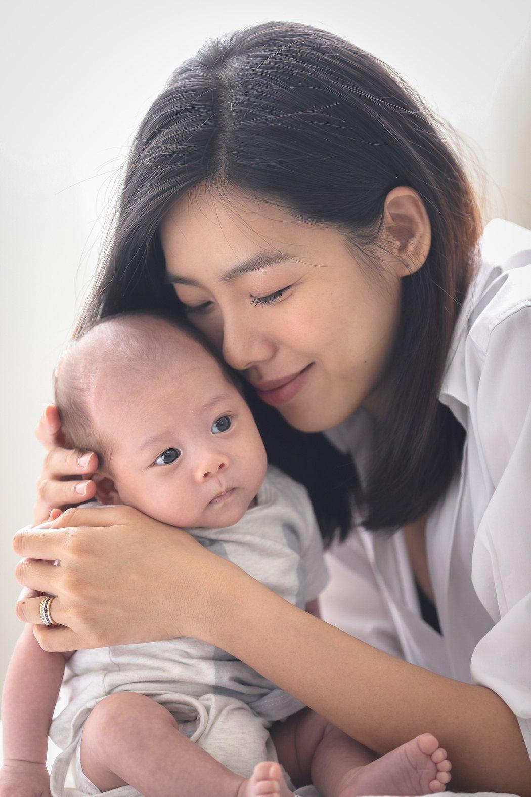 林可彤兒子雙滿月,新手媽咪滿臉幸福。圖/會星堂提供