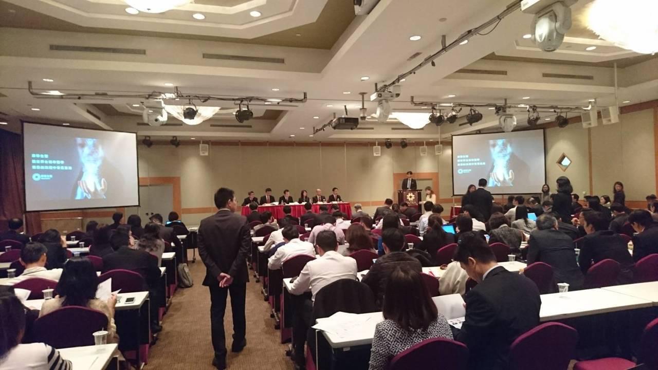 康聯生醫法說會上座無虛席,法人代表出席者逾百人。記者黃文奇/攝影