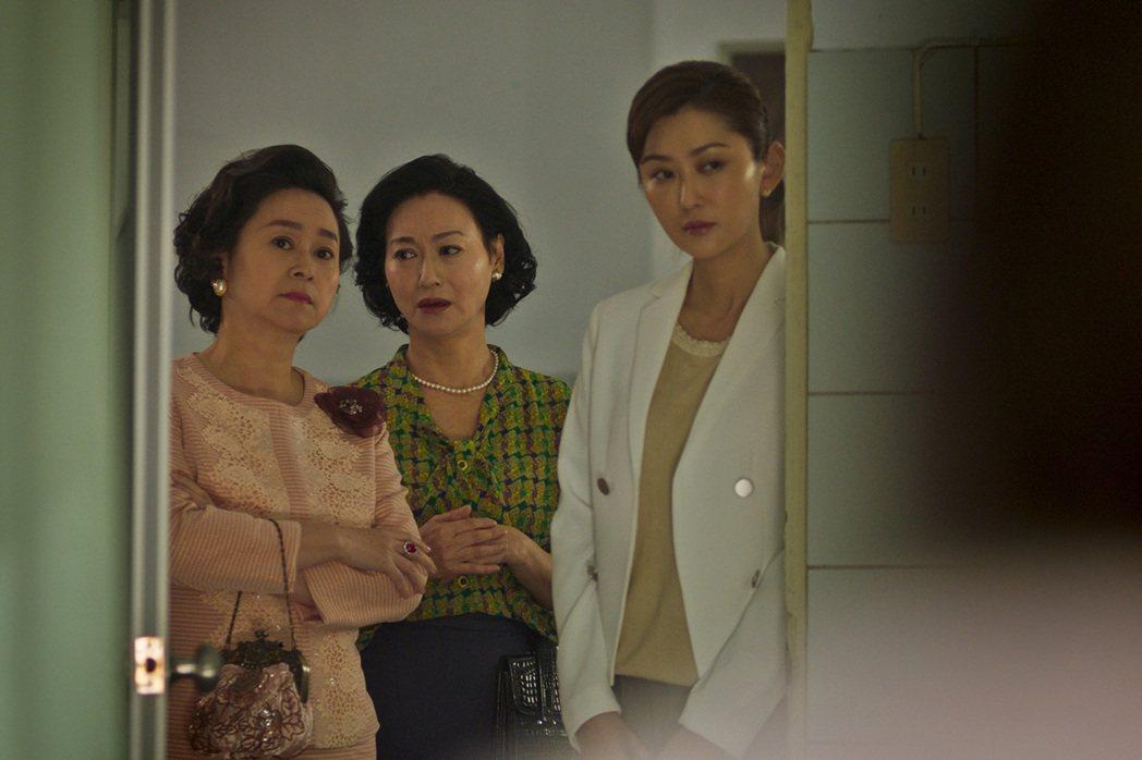 王月(左起)、惠英紅、陳珮騏在「血觀音」同場飆戲。圖/双喜提供
