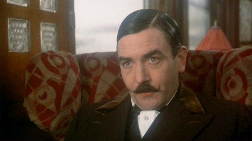 亞伯芬尼因演出「東方快車謀殺案」入圍奧斯卡影帝。圖/摘自imdb