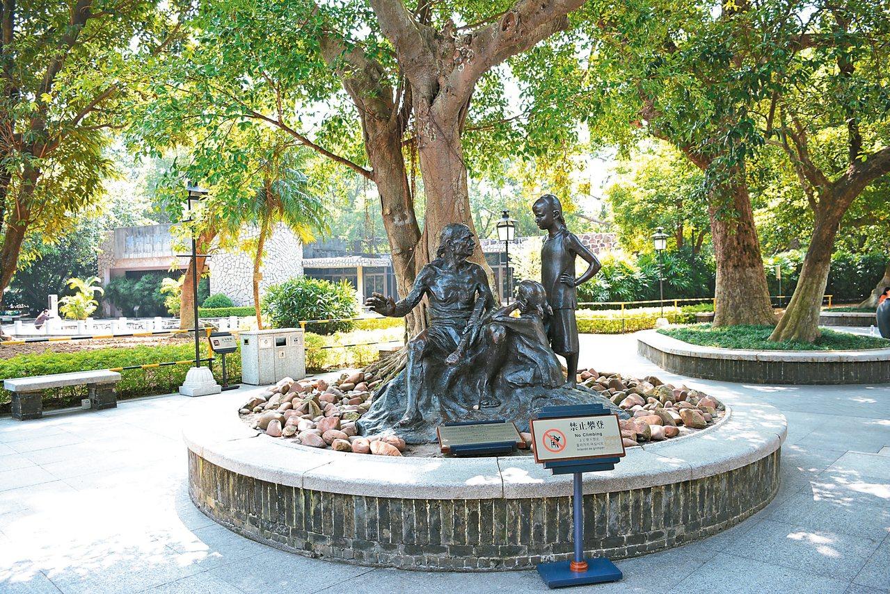 雕塑「根」,紀念孫中山在故鄉萌發革命思想。