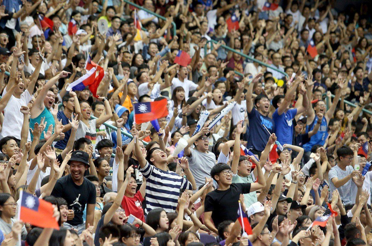 世界盃亞洲區資格賽中澳大戰即將開打,大家一起塞爆和平體育館吧。 聯合報系資料照