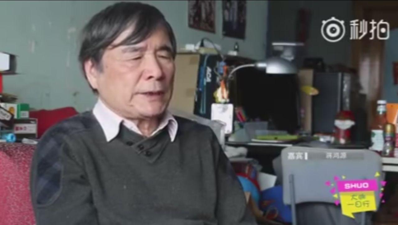 盲人影評家蔣鴻源雖視力模糊,但他仍然熱愛電影,寫了167部電影解說,幫助盲人感受...
