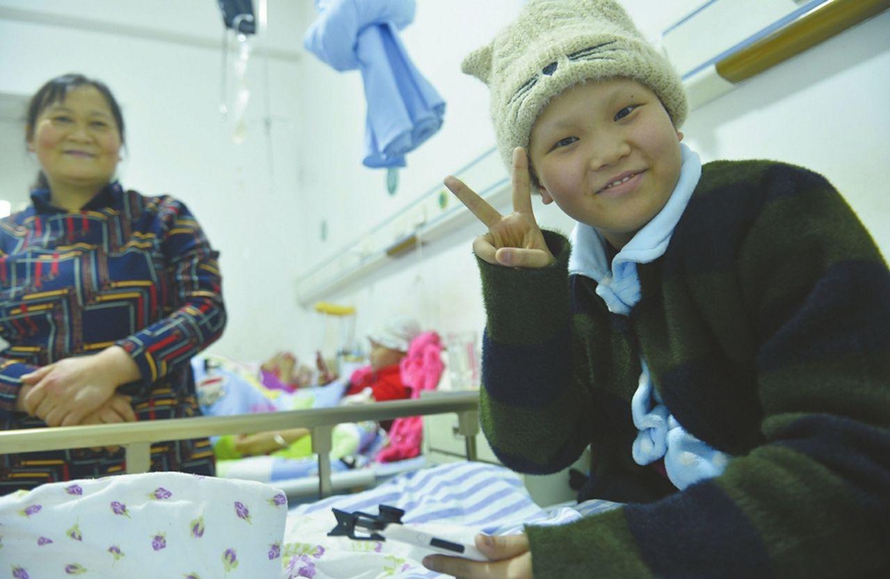 四川「00後」抗癌女孩病中錄下235個搞笑視頻。 黃瓊慧