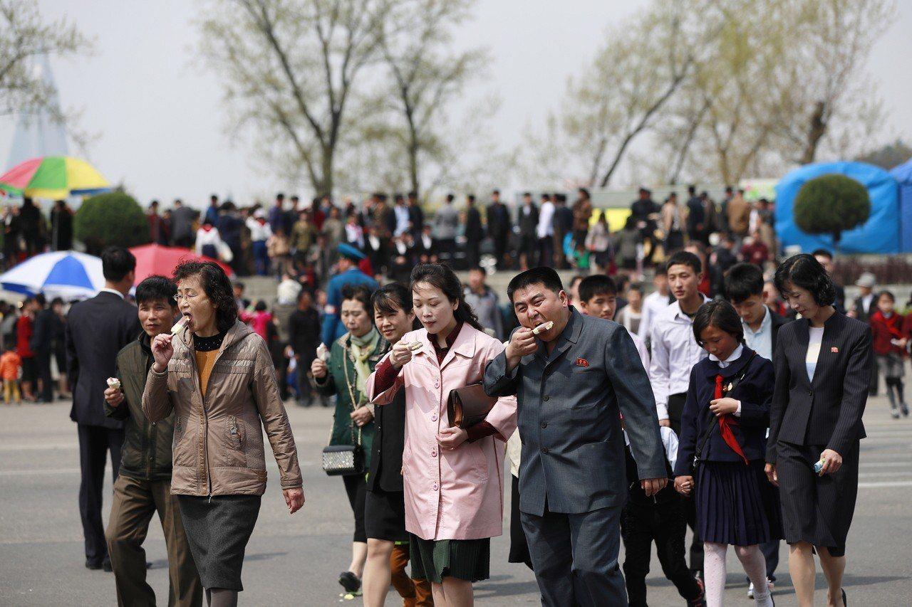 想要找個保險套在北韓還沒那麼容易看到,官方明文禁止這項「猥褻商品」,也因此有商人...
