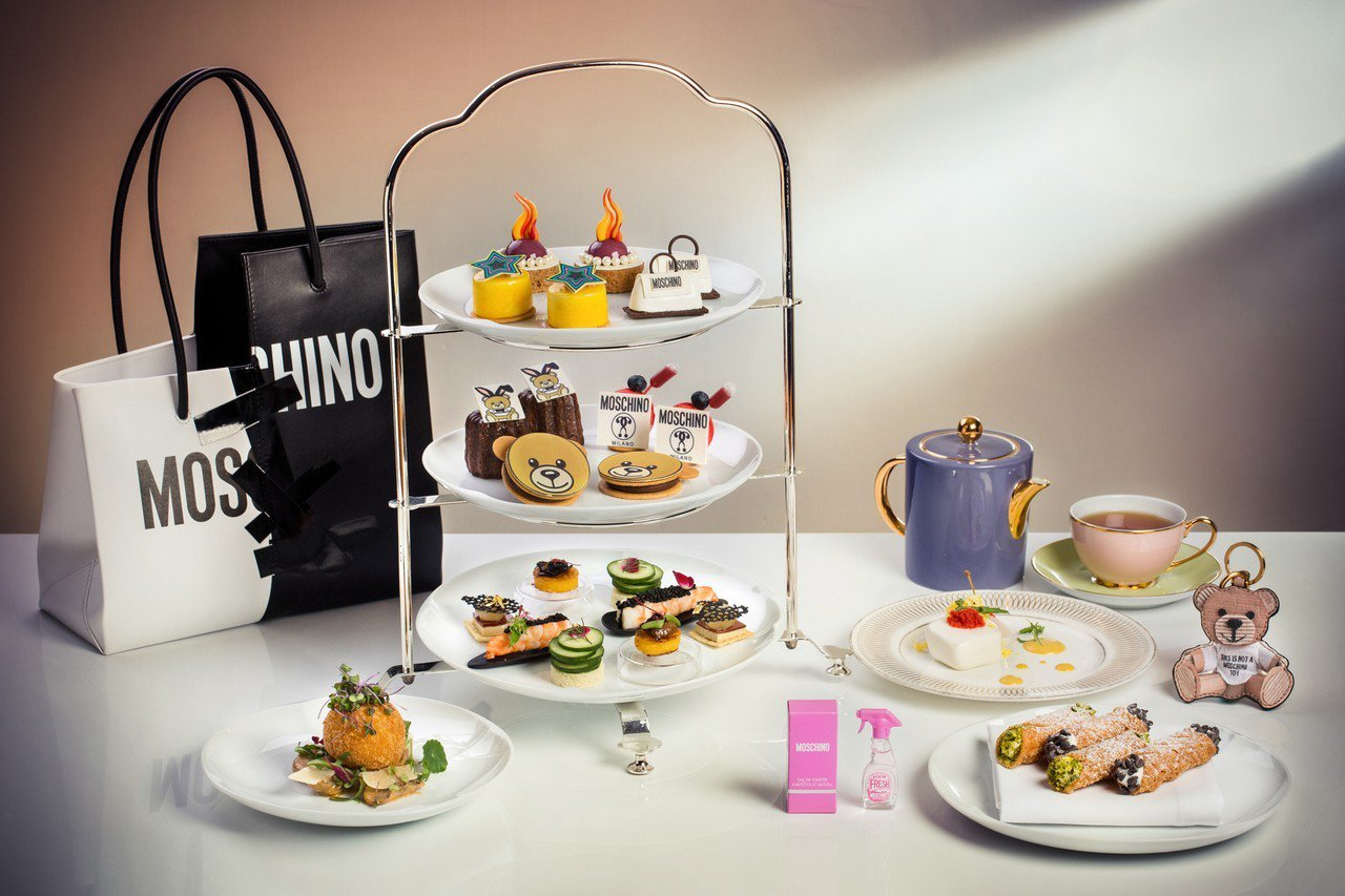 MOSCHINO「時尚公路」聯名下午茶雙人套餐,自11月22日至2018年1月2日在台北君悅茶苑推出。 MOSCHINO提供