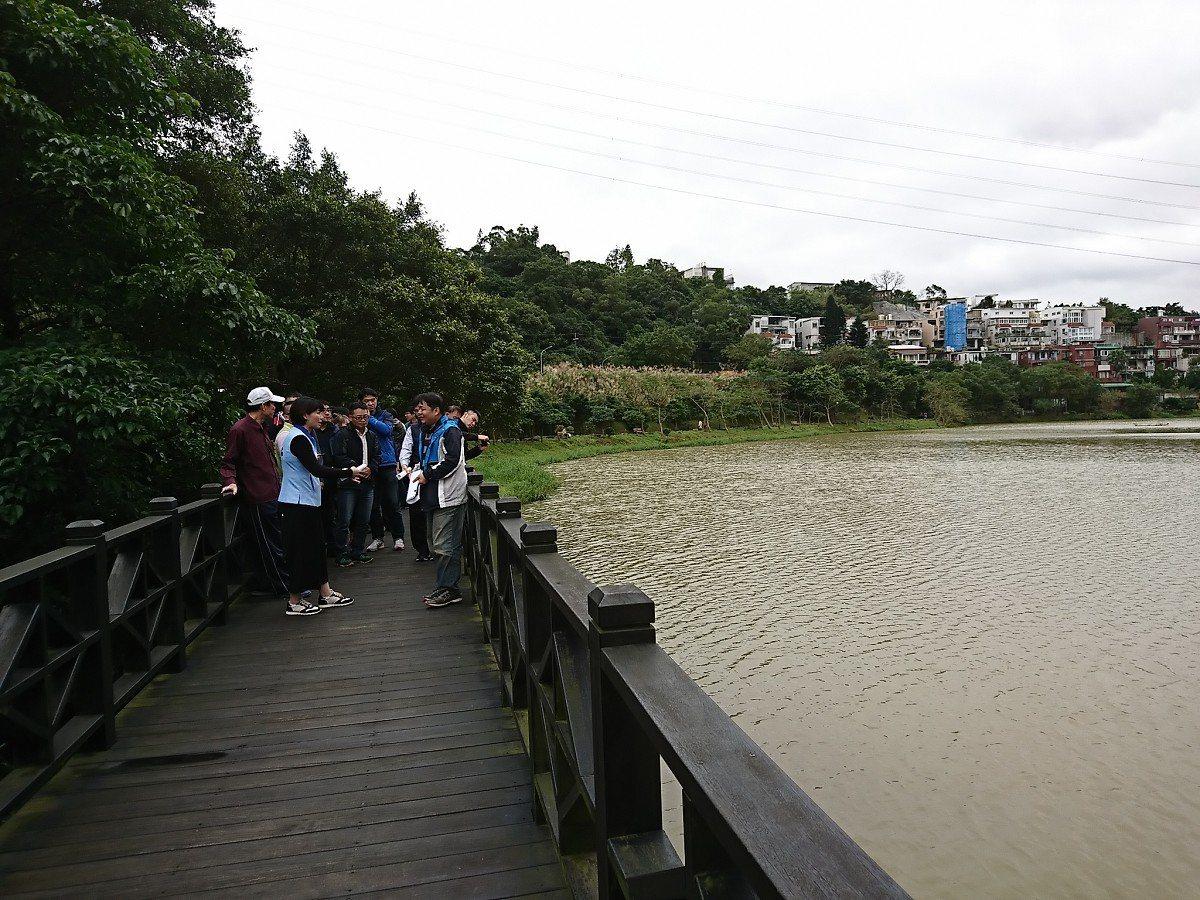 汐止金龍湖污水排放及大量淤泥灌入,也造成金龍湖的面積一直在縮小,地方盼解決讓美麗...