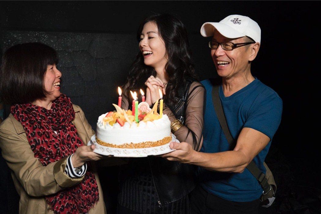 任容萱沒料到爸媽會提前為自己過生日。圖/原創娛樂提供