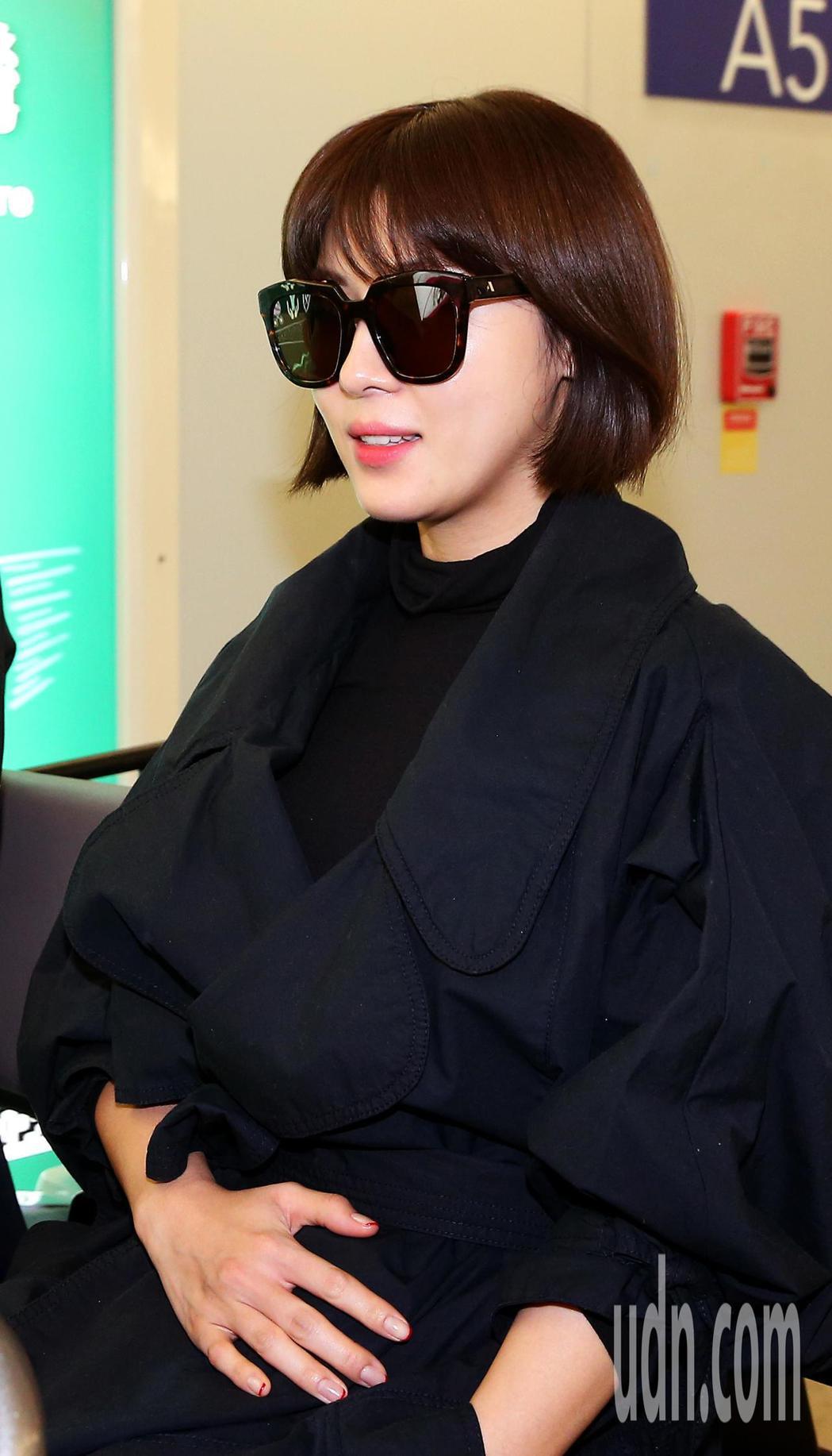 南韓藝人河智苑22日中午搭機抵達桃園機場。記者陳嘉寧/攝影
