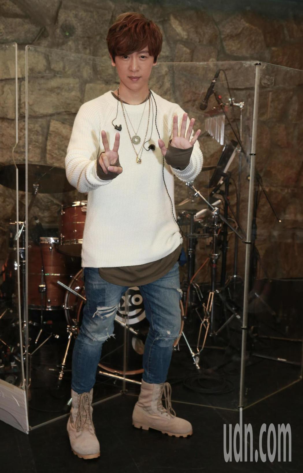 歌手方泂鑌「我不是神演唱會」將於11月25日在三創開唱。記者黃義書/攝影
