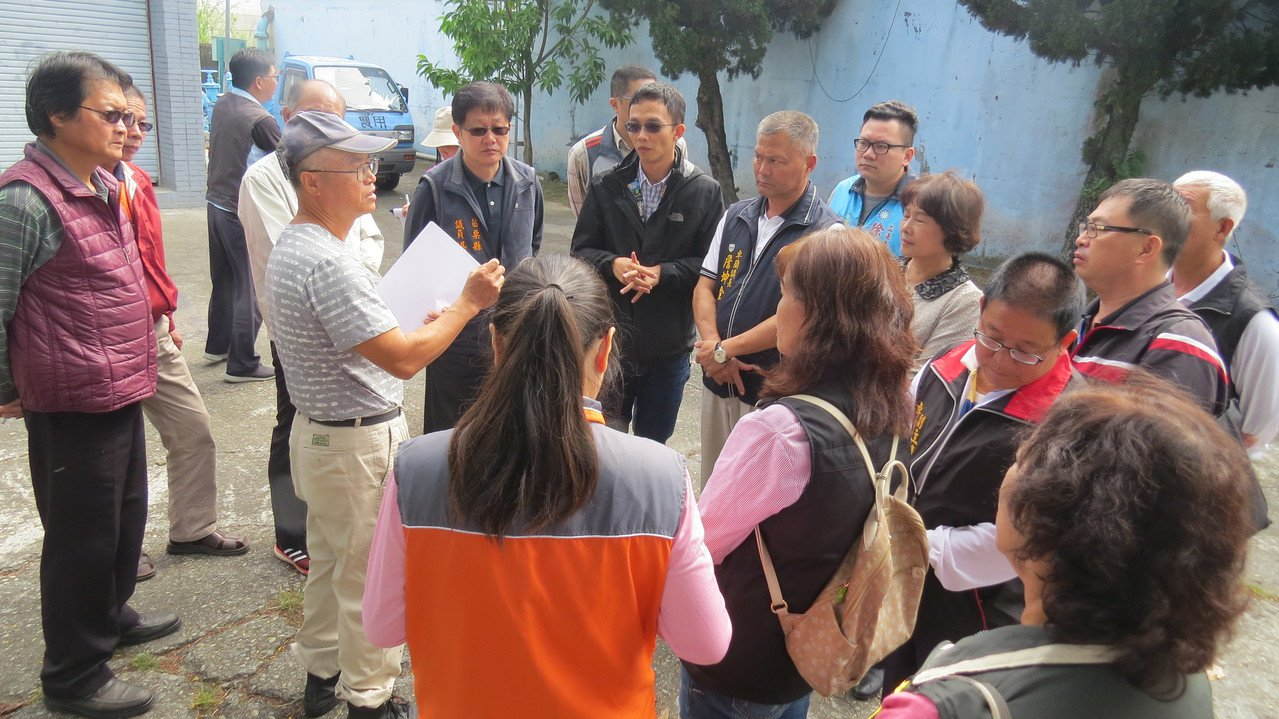 苗栗縣卓蘭鎮就在水庫邊,地方人士質疑飲用「硬」水,相關單位人員今天會勘。記者范榮...