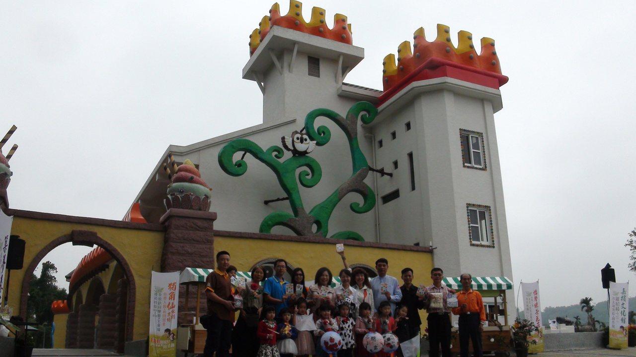 童話城堡外型的西拉雅中埔遊客中心。記者謝恩得/攝影