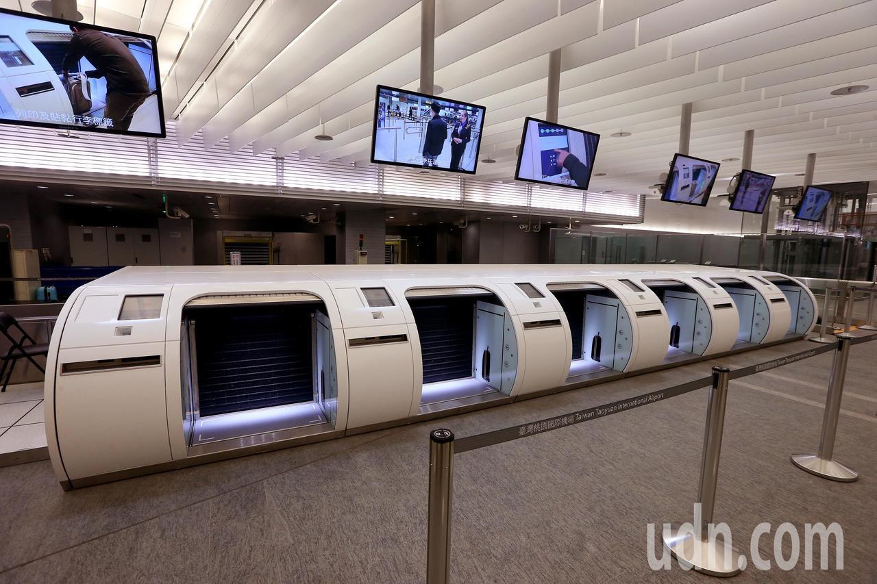 桃園機場公司宣布,從22日下午6時起,停止受理飛加拿大航班旅客在機場捷運A1站預...