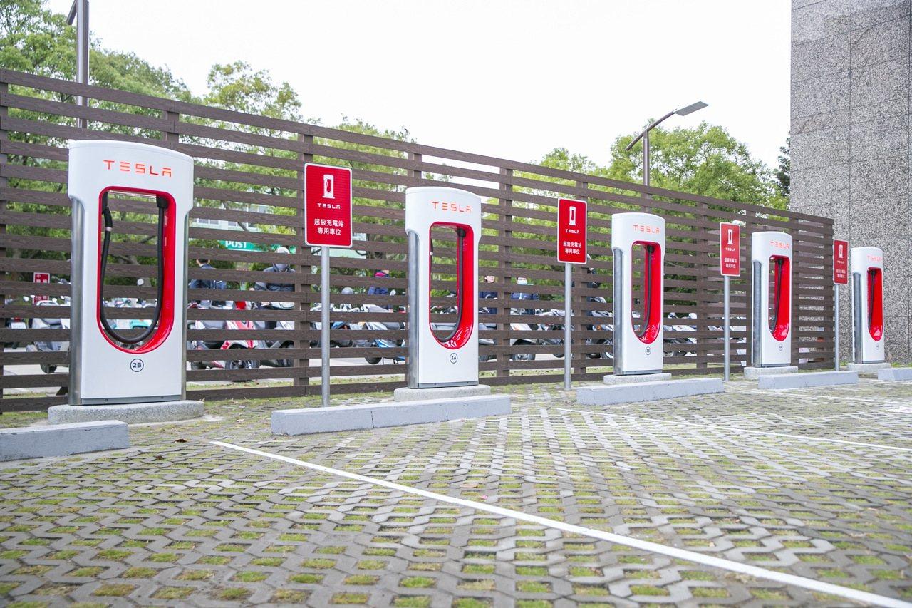 Tesla宣布於新竹科學園區正式啟用第五座超級充電站。圖/Tesla提供