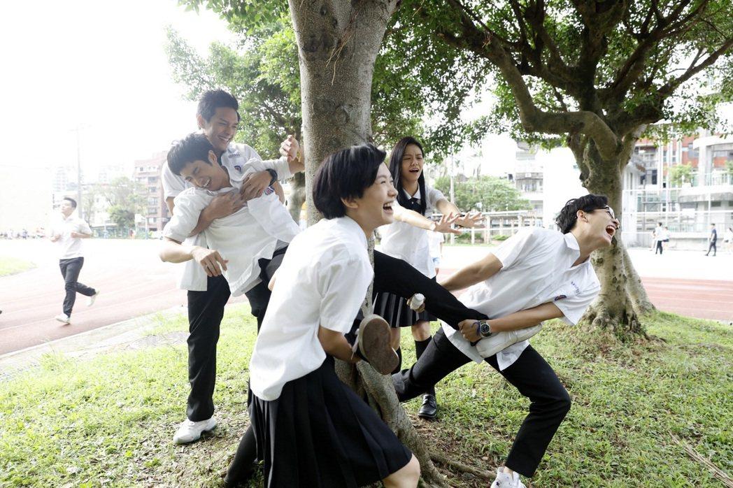 男星劉以豪在新片「帶我去月球」中重溫高中生涯。圖/星泰娛樂提供