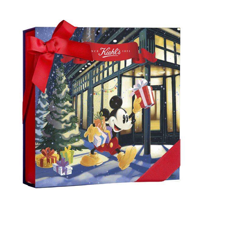 非周慶櫃位購買2千元可獲得Kiehl's可愛米奇禮盒包裝。圖/Kiehl's提供