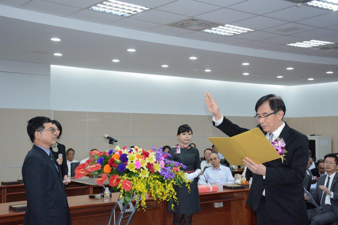 新任港務公司董事長吳宏謀宣誓,並提出三大努力方向。圖/台灣港務公司提供