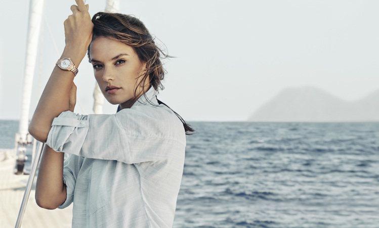 超模Alessandra Ambrosio演繹歐米茄海馬Aqua Terra系列...