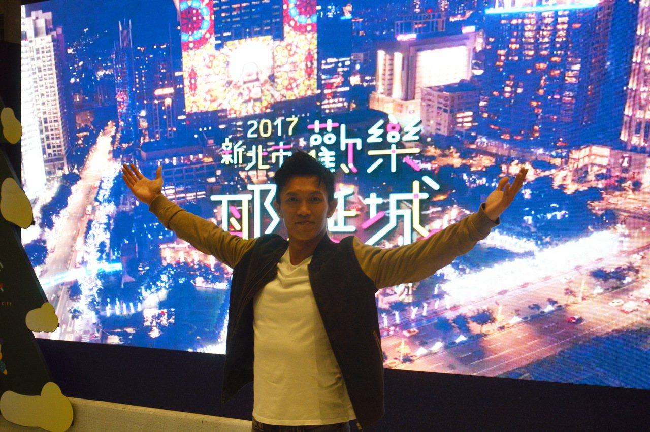 黃尚禾覺得新北歡樂耶誕城少了商業味道,多了溫暖感覺。記者施鴻基/攝影