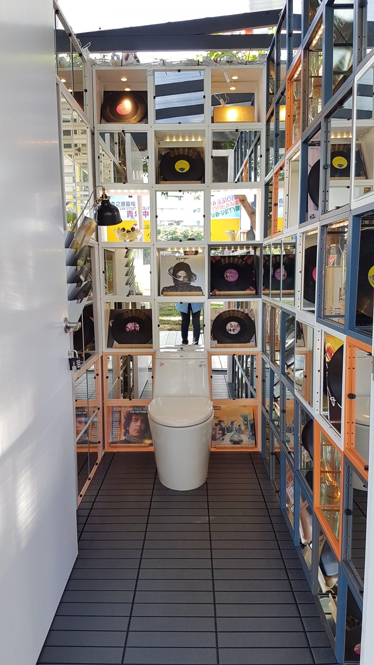 獨處的私人空間廁所,也能充滿趣味。記者王韶憶/攝影