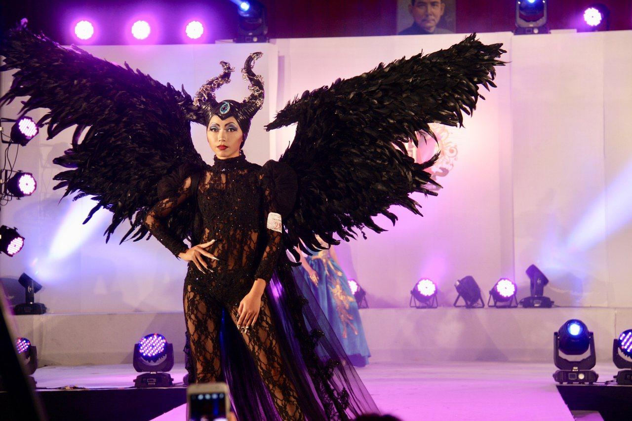 模特兒走秀冠軍羅詠昱是智光商工表藝科高三生,身高158公分在模特兒界不高,但她認...