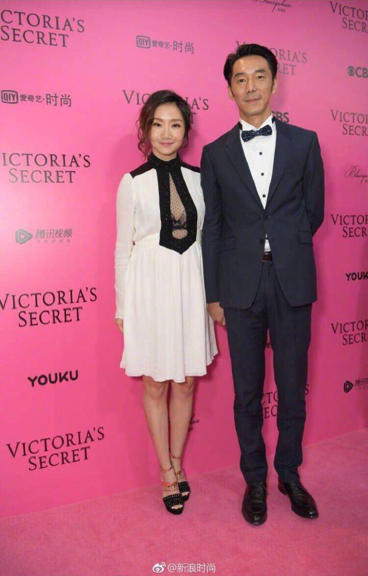 陶晶瑩(左)和李李仁受邀到上海看維密大秀。圖/經紀人提供