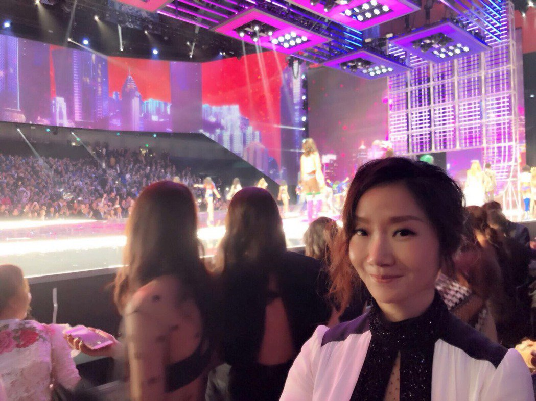 陶晶瑩到上海欣賞維密大秀。圖/經紀人提供