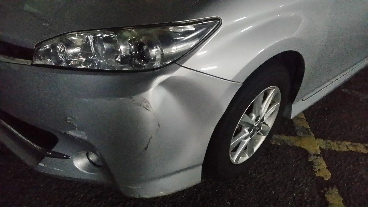 台中市警方今晚追捕毒犯,警車被撞損。記者游振昇/攝影