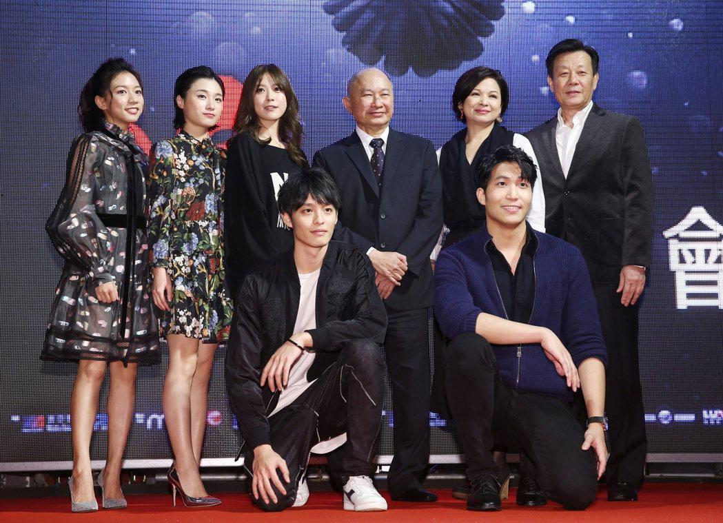 吳宇森執導最新作品《追捕》在台北樂聲戲院旁廣場舉辦電影首映會,包括寇世勳、楊貴媚...