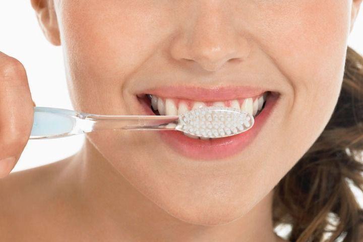 醫師表示,每日潔牙、定期看牙,才能減少突然牙痛的機率。圖/ingimage
