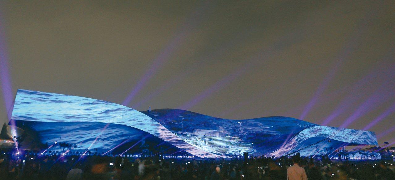 衛武營中心昨起一連五天舉行「影音光雕的狂想」光雕秀,打造亞洲最大劇院外牆3D光雕...