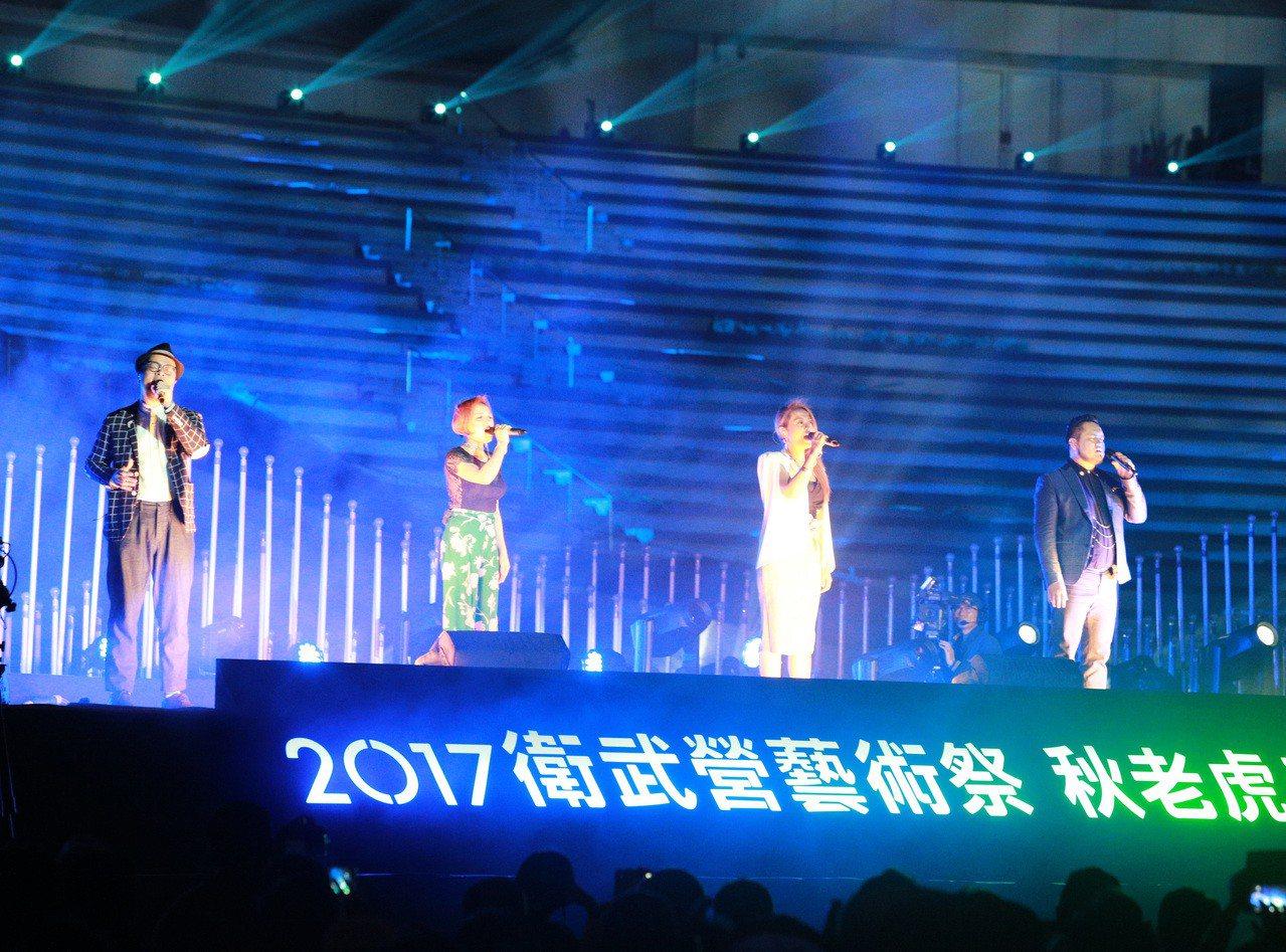 衛武營「影音光雕的狂想」光雕秀,搭配國內外表演者音樂演出。 記者劉學聖/攝影
