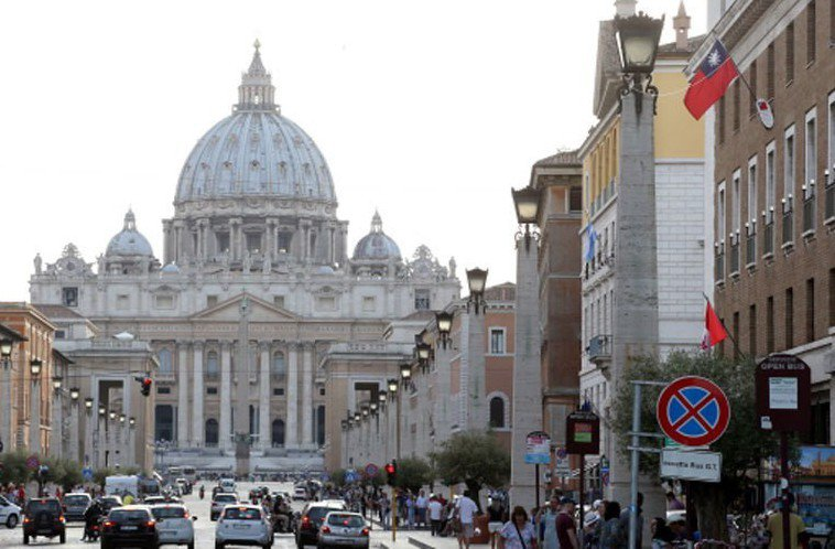 中國大陸發動「限梵令」,點名凡組織遊客赴梵蒂岡與帛琉等國家,將受到嚴厲處罰。圖為...