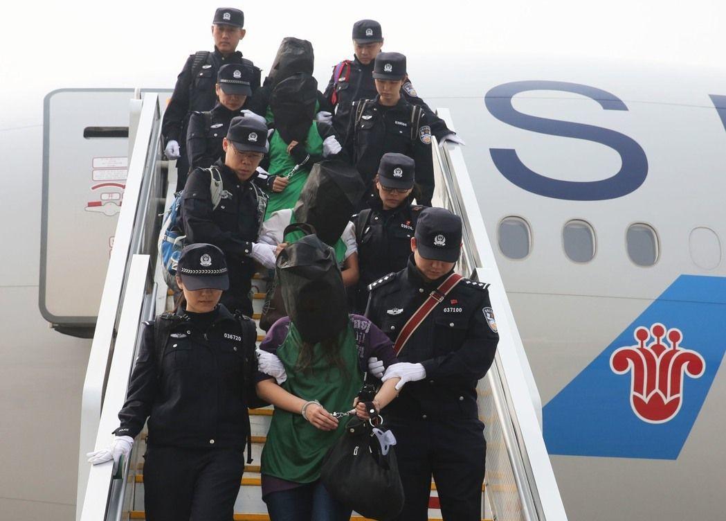 40多名台灣民眾疑似在肯亞涉及電信詐騙,被當地警方遣返去中國大陸,卻也讓國內民代...