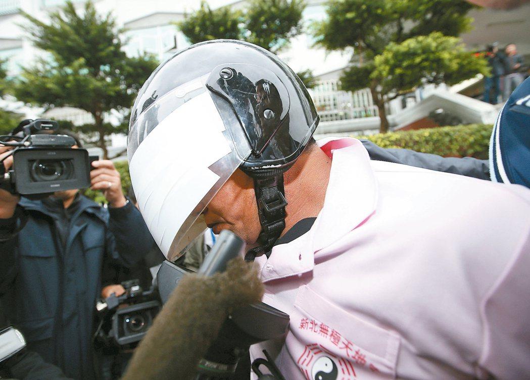 新北市中和區興南路二段9死2傷火警, 警方在凌晨逮捕到縱火嫌犯李國輝。 記者杜建...