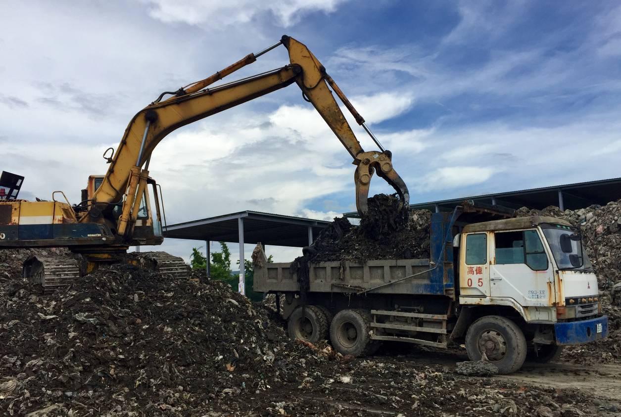 高雄市中國國民黨籍議員陳麗娜說,高市因代燒外縣市垃圾造成嚴重空污,還要承受代燒垃...