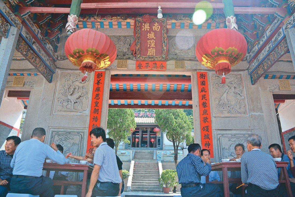 總鎮府旁的城隍廟,也被稱為「鄭成功問神處」。 記者樊德平/攝影