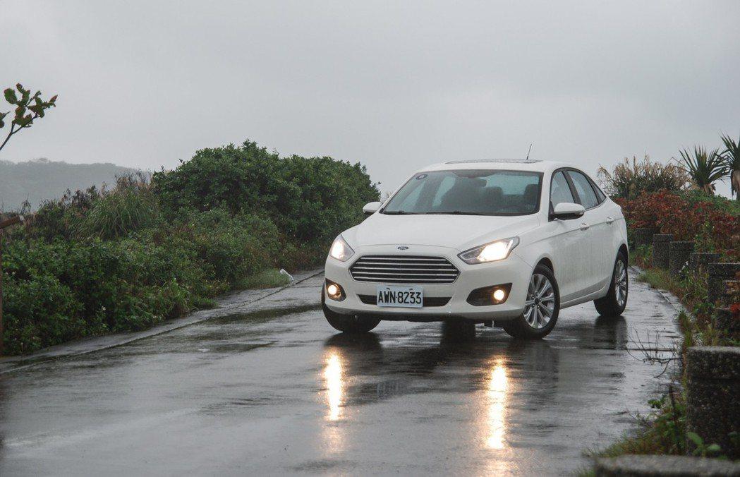 此次試駕的車輛為 Ford Escort 1.5 時尚型,建議售價為 67.9 萬。 記者林鼎智/攝影