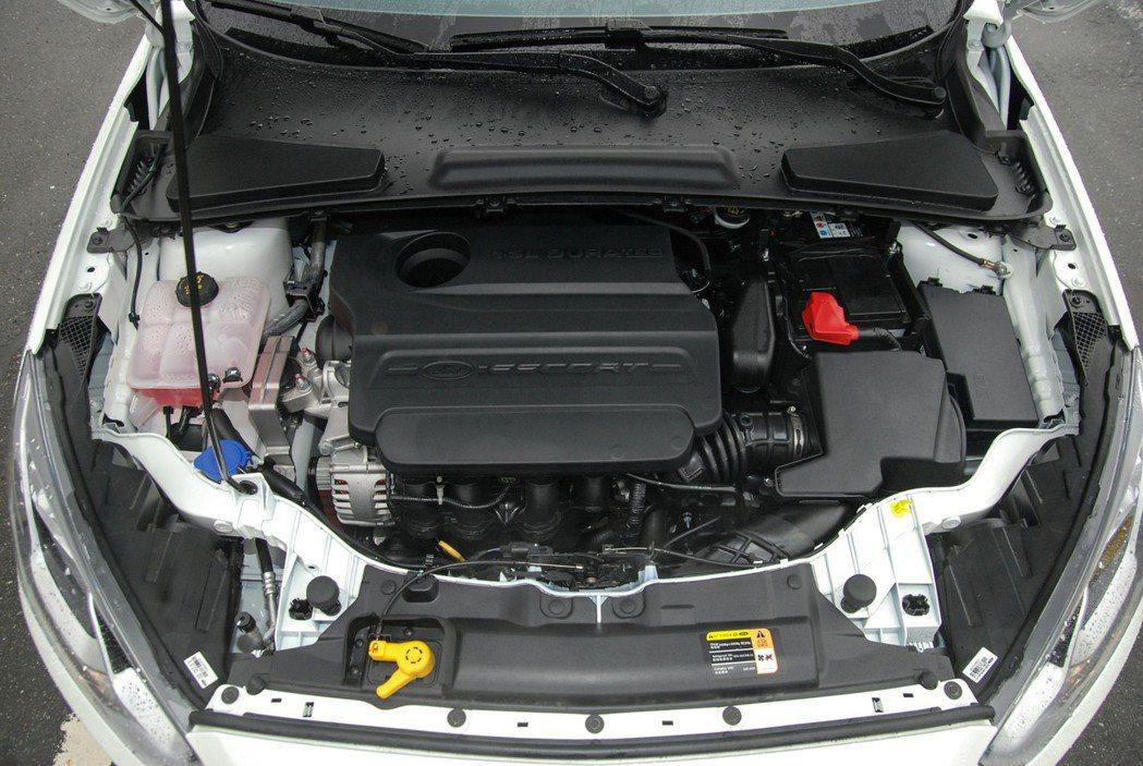 Ford Escort 採用 1.5 升自然進氣引擎,搭配 SelectShift™ 六速手自排變速箱,帳面數據為 113 匹/14.5 公斤米。 記者林鼎智/攝影