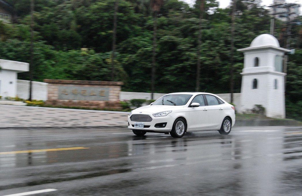 Ford Escort的動力表現相當稱職。 記者林鼎智/攝影