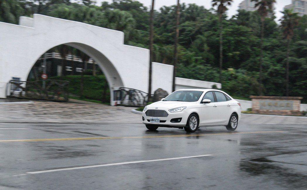 Ford Escort還是保留福特一貫的駕乘樂趣。 記者林鼎智/攝影