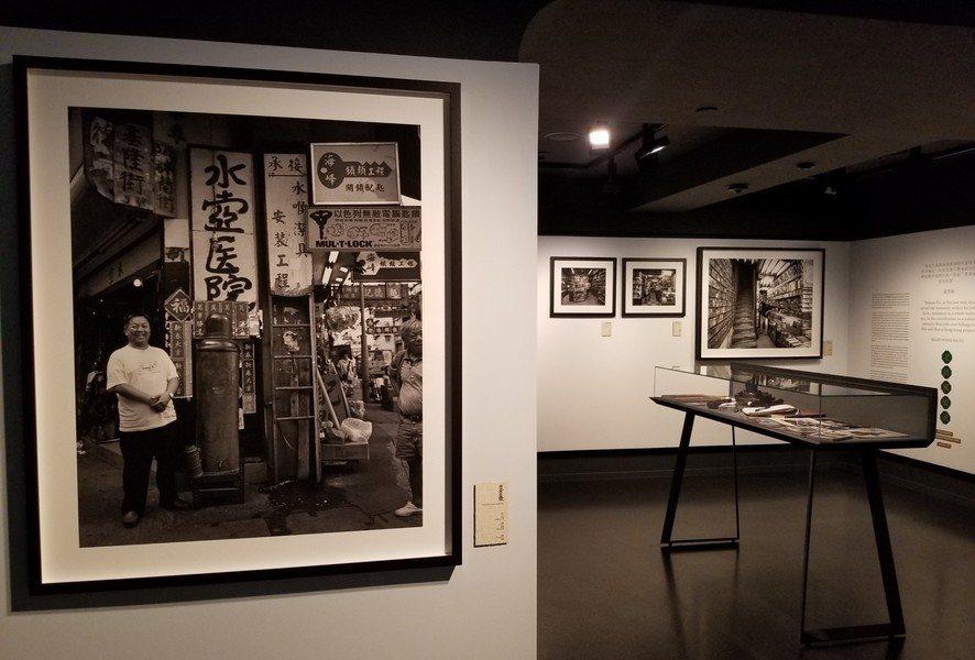 香港不少老店一間又一間正無聲地消失,令人感到失望又失落,紀實攝影師吳文正的照片,...