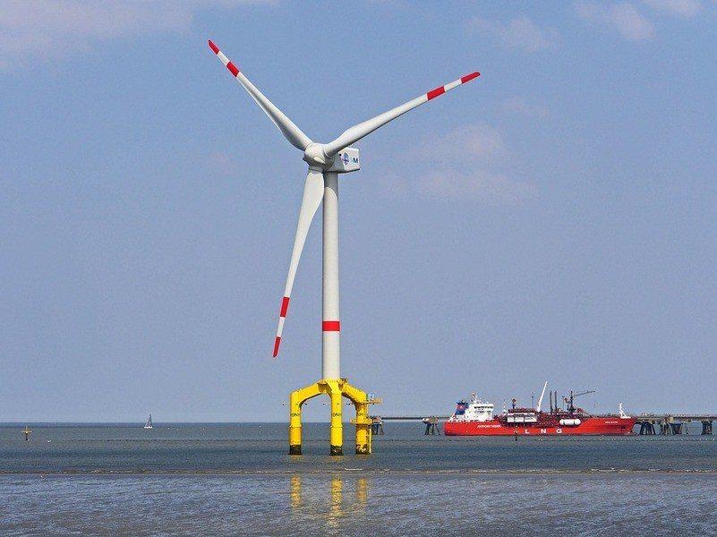 能源局副局長李君禮指出,離岸風電在選址時,已避開應予保護的地區,在白海豚棲息地1...